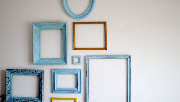 Decorating with empty picture frames |