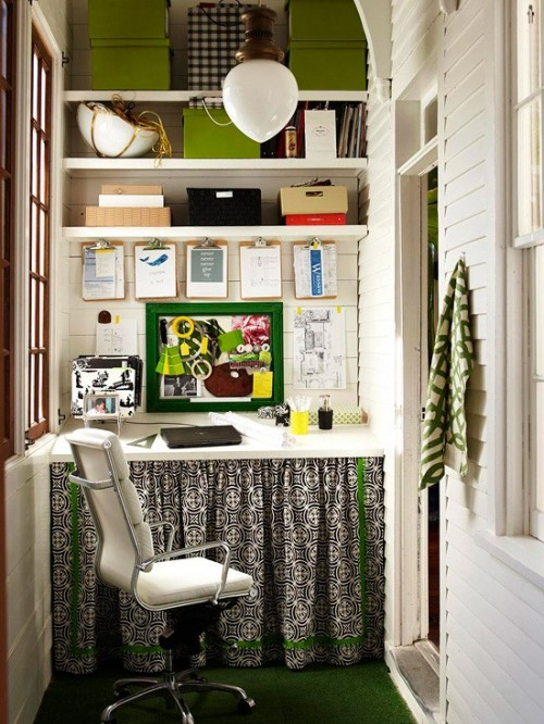 home office in small alcove