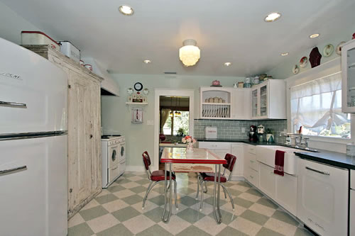 good home construction retro kitchen