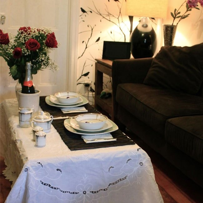 small space entertaining: intimate dining