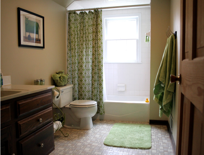 How To Fake A Bathroom Renovation Interior Design Yourhomeonlybetter Diy